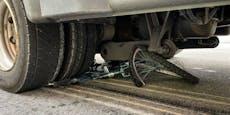 Radlerin (31) von Lkw überrollt und schwer verletzt