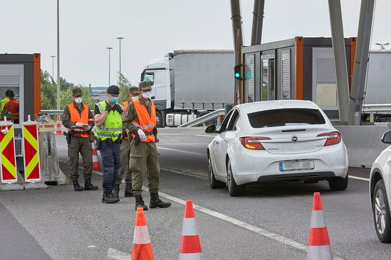 In nur 24 Stunden hat es allein am Grenzübergang in Nickelsdorf acht solcher Bestechungs-Fälle gegeben. (Archivbild)