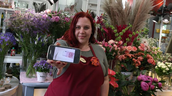 Blumenverkäuferin Sonja Joham fand Kuvert mit 500 Euro im Postfach.