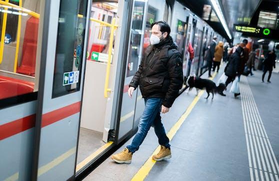 Im öffentlichen Verkehr der Wiener Linien gilt immer noch das verpflichtende Tragen von FFP2-Masken.
