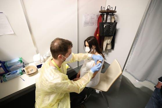 Bojana D. (41) hat am Donnerstag ihre erste Corona-Schutzimpfung erhalten.