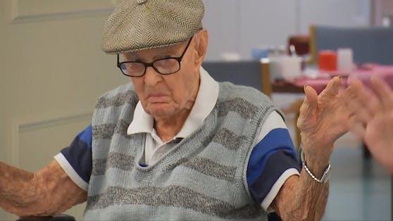 Dexter Kruger hat es mit 111 Jahren und 125 Tagen zum ältesten Australier aller Zeiten gebracht. Für sein biblisch hohes Alter hat er eine Erklärung: Hirn vom Huhn.