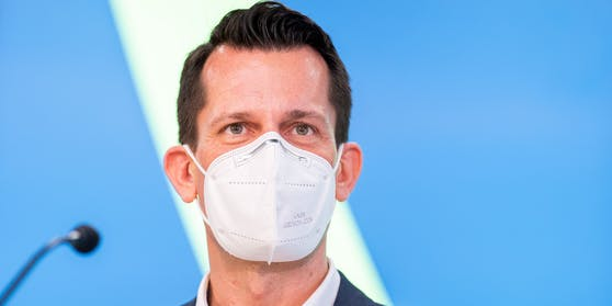 Gesundheitsminister Wolfgang Mückstein sieht noch kein Ende der Maskenpflicht