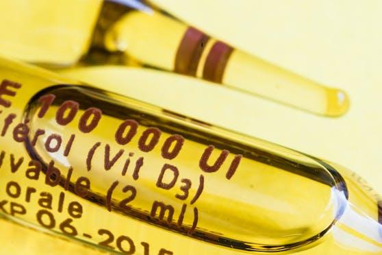 Im Internet kursiert, dass man sich mit Vitamin-D-Mitteln vor Corona schützen kann. Das klingt verlockend – stimmt laut einer neuen Studie aber nicht.