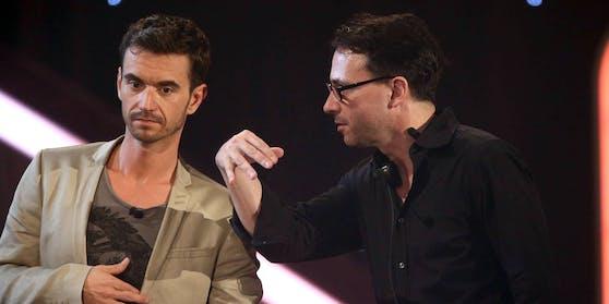 Showmaster Florian Silbereisenund sein Manager Michael Jürgens (rechts) während einer TV-Aufzeichnung.