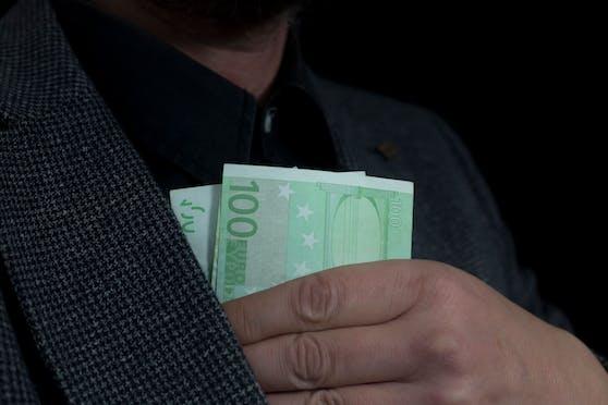 Die Täter ließen sich meist in Bargeld bezahlen.