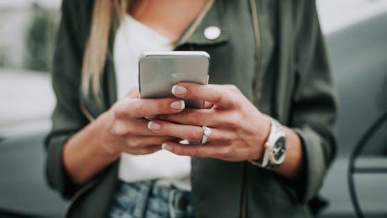 Magenta warnt vor einer betrügerischen SMS (Symbolbild).