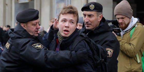 Roman Protassewitsch wird bei einer Protestaktion in Minsk festgenommen. (Archivbild, 2017)
