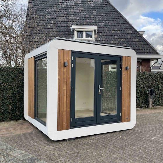 Office Cube (www.officecube.nl) hat einen transparenten, geschlossenen Designer-Würfel mit integriertem Büro entwickelt.