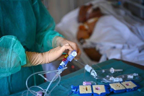 Die Zahlen auf den Intensivstationen sinken – dennoch müssen viele Corona-Patienten betreut werden.