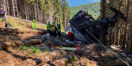 Beim Absturz einer Gondel westlich des Lago Maggiore sind 14 Menschen gestorben. Wie bekannt wurde, starb nahe des Unfallorts auch ein TV-Mitarbeiter. (Archivbild Unglücksstelle)