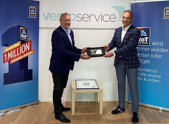 """Einfach HoT: Hofer Telekom überzeugt österreichweit und holt """"Customer Excellence""""-Award."""