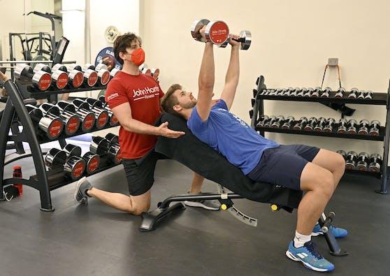 Laut dem Mediziner Markus Zeitlinger sollten bestimmte Bereiche, wie etwa Fitnessstudios, nur für Geimpfte öffnen.