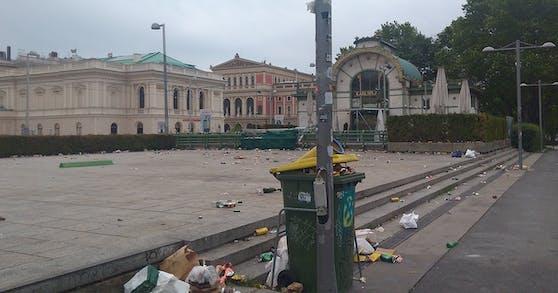 So ließen die Wiener den Karlsplatz nach ihrer Party zurück.