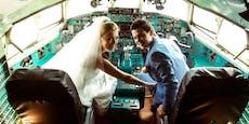 Paar pfeift auf Corona-Regeln und heiratet im Flieger