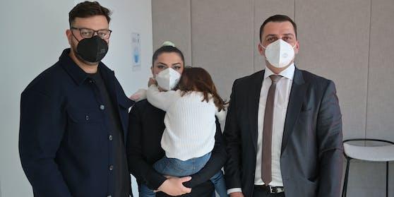 Die junge Familie mit Anwalt Mirsad Musliu