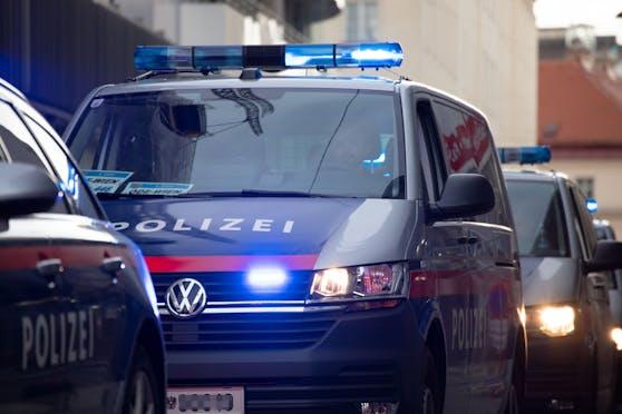 Die Polizei konnte drei Männer festnehmen. Nach einem weiteren wird gefahndet. (Symbolbild)