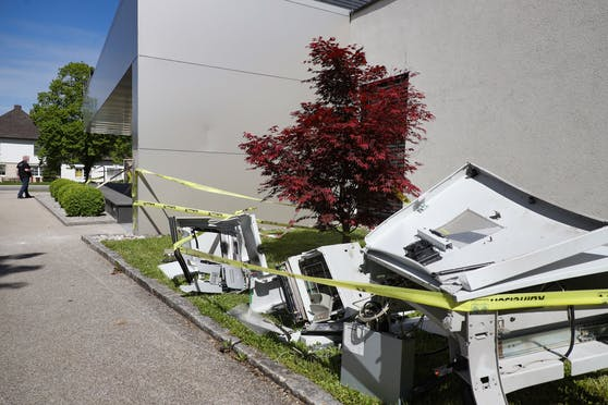 Drei Täter sollen an der Bankomatsprengung beteiligt gewesen sein.