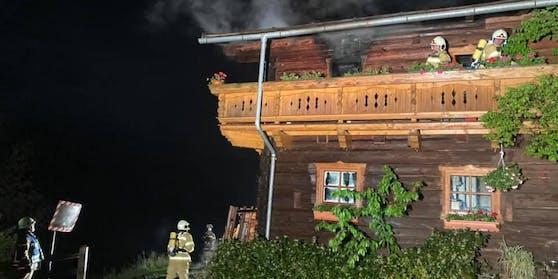 Im obersten Stockwerk eines Bauernhauses in Hüttau (S) brach Dienstagabend ein Feuer aus.