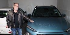Teenies zerkratzen Auto, unterschreiben mit Lackstift