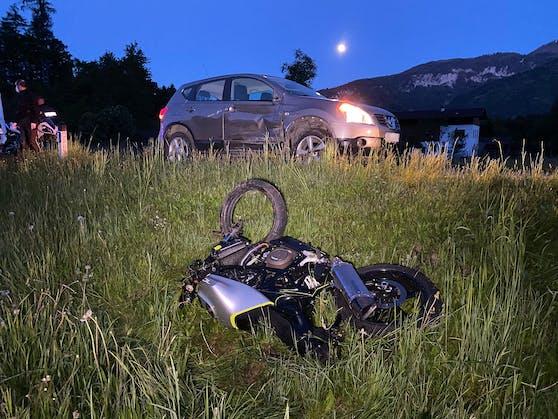 Kramsach-Verkehrsunfall zwischen Pkw und Motorrad in Kramsach (25. Mai 2021)