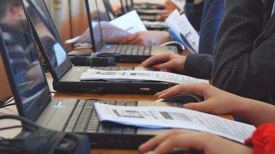 Bis 2024 sollen 240.000 neue PCs geliefert werden.