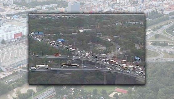 Stau auf der Tangente in Wien - das aktuelle Foto zeigt das hohe Verkehrsaufkommen.
