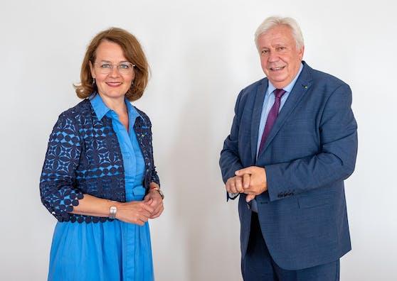 Bildungs-Landesrätin Christiane Teschl-Hofmeister und Bildungsdirektor Johann Heuras.