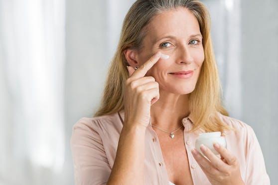 Vor allem Frauen sind Zielgruppe der Anti Aging-Industrie.