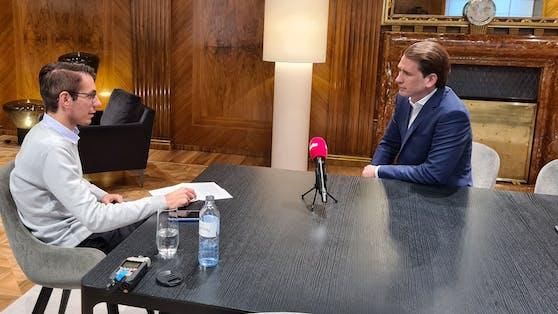 Bundeskanzler Sebastian Kurz (VP) sprach mit Heute.at-Chefredakteur Clemens Oistric nach dem Öffnungsgipfel.
