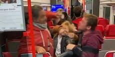 Wiener liefern sich brutale Schlägerei in der S-Bahn