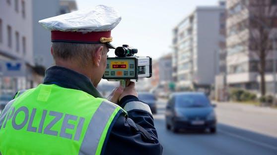 Tempomessung der Polizei. Symbolbild