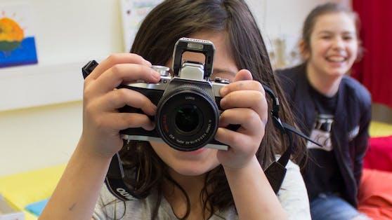 Die Technik des Fotografierens lernen Kinder in der Sommerakademie.