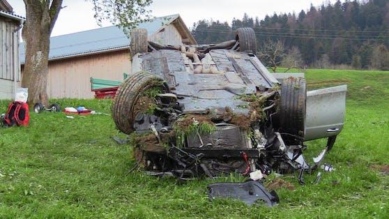 Das völlig zerstörte Unfallfahrzeug
