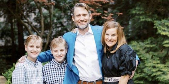 Christine und James mit ihren Söhnen