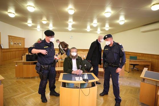 Der Angeklagte wurde in eine Anstalt für abnorme Rechtsbrecher eingewiesen.