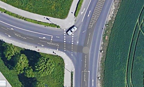 So sah die Kreuzung vor Beginn der Umbauarbeiten auf einem Satellitenbild aus.