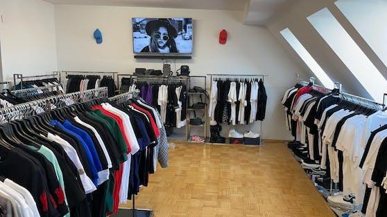 Finanzpolizei hebt illegale Boutique in Wien-Brigittenau aus.