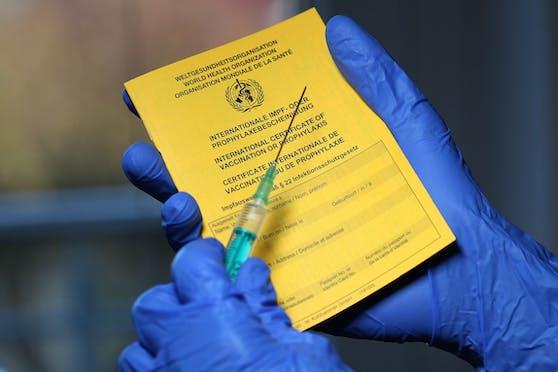 """Der """"Gelbe Impfpass"""" soll als Eintrittsberechtigung Gültigkeit haben."""