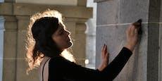 Kunststudentin schreibt 17 Stunden lang auf Fassade