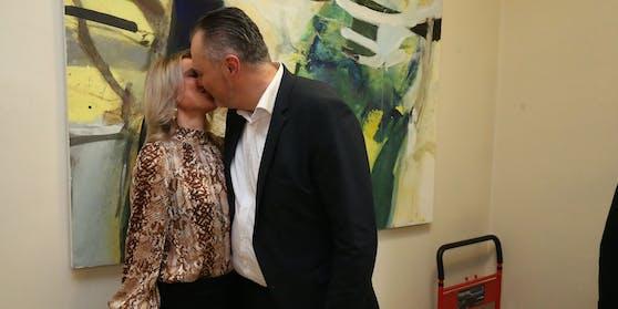 Hans Peter Doskozil (50) und seine Verlobte Julia (37) heiraten 2022.