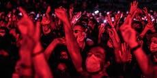 5.000 Menschen feiern bei Konzert in Paris