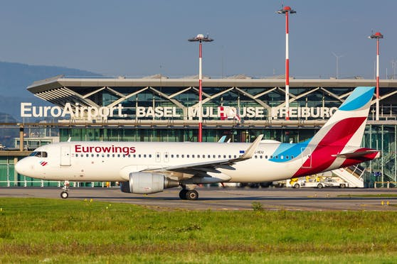 Ein Eurowings Airbus auf dem Flughafen EuroAirport Basel Mulhouse (EAP) in Frankreich. Symbolbild