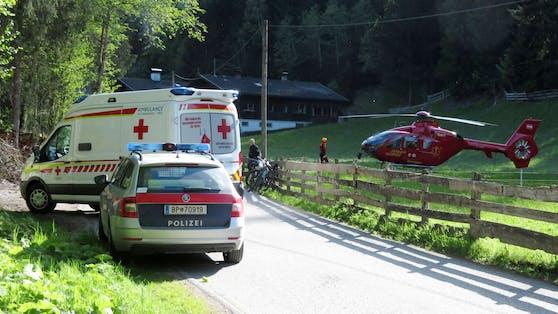 Die Radlerin wurde mit schweren Kopfverletzungen in ein Spital geflogen.