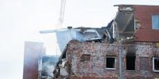 Trümmer überall: Gebäude in Hamburg explodiert