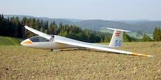 Kein Wind: Segelflugzeug muss auf Wiese landen