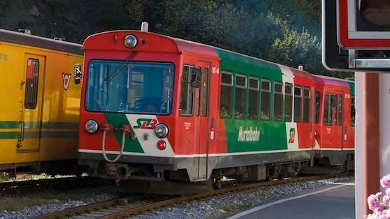 Die Murtalbahn wurde 1894 eröffnet.Aus Kostengründen wurde sie als 760-mm-Schmalspurbahn errichtet.