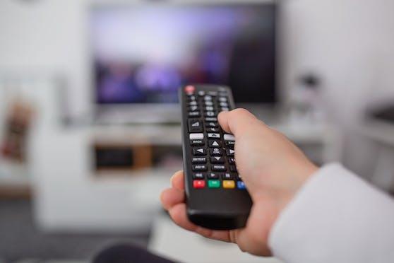 Füße hoch, Fernsehen an: Der Fernseher ist das beliebteste Mittel, um dem Alltag zu entfliehen.
