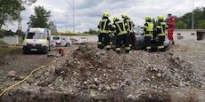 Audi-Lenker rast in Baustelle und landet auf Erdhaufen