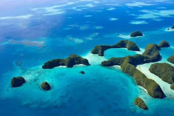 Luftaufnahme einer Insel im Pazifikstaat Palau.